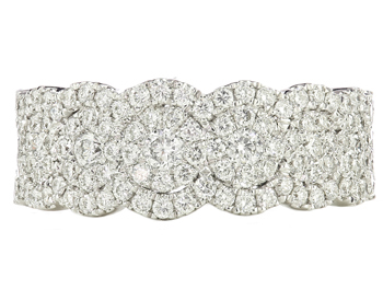 14K WHITE GOLD CLUSTERED CENTER AND SCALLOPED EDGE PAVE DIAMOND BAND
